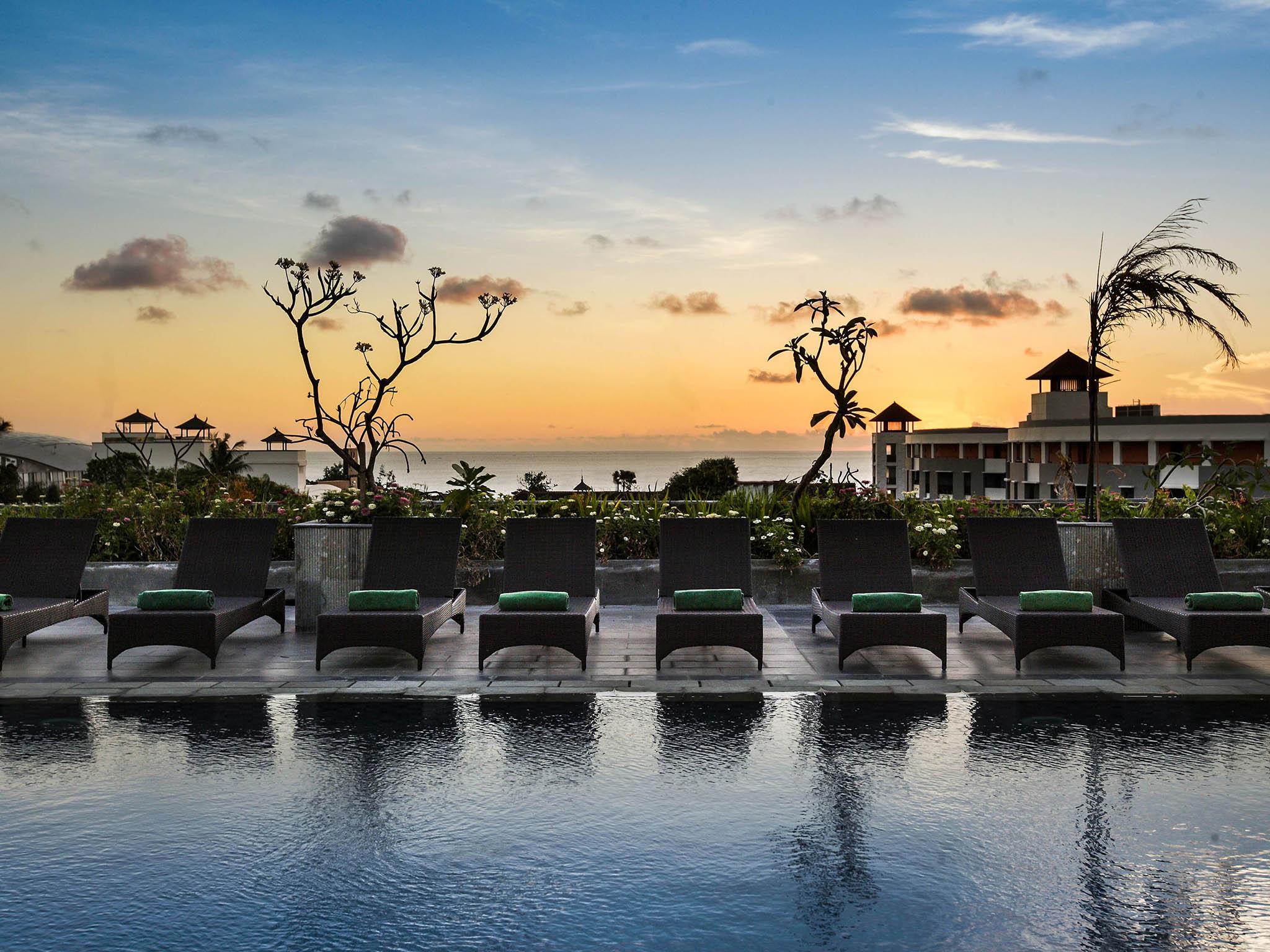 Hotel in kuta champlung mas hotel legian bali for Bali indonesia hotel booking