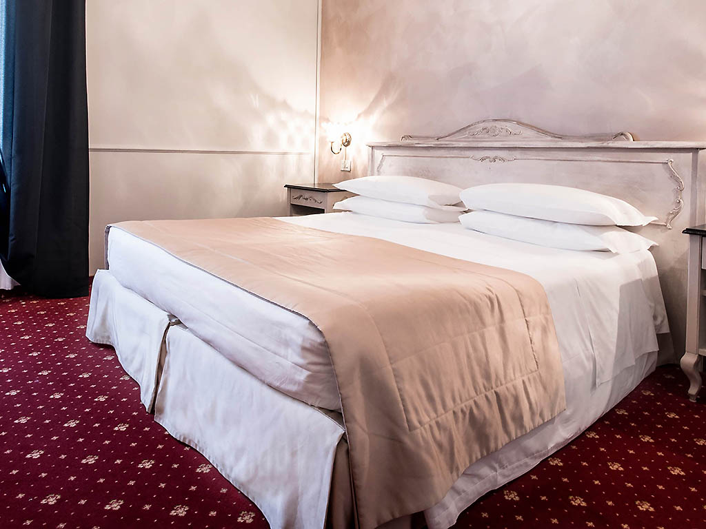 Hotel in venice hotel violino d 39 oro - Beautiful snooze bedroom suites packing comfort in style ...
