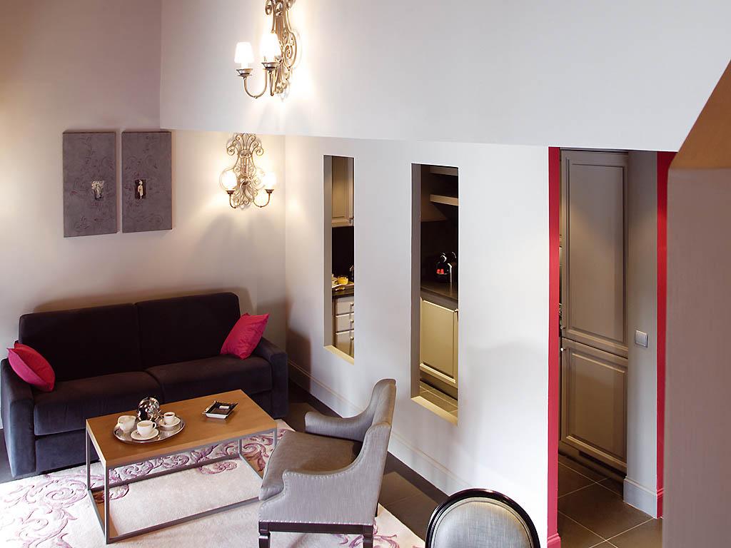 双卧室复式套房.包含免费开放式酒吧和早餐图片