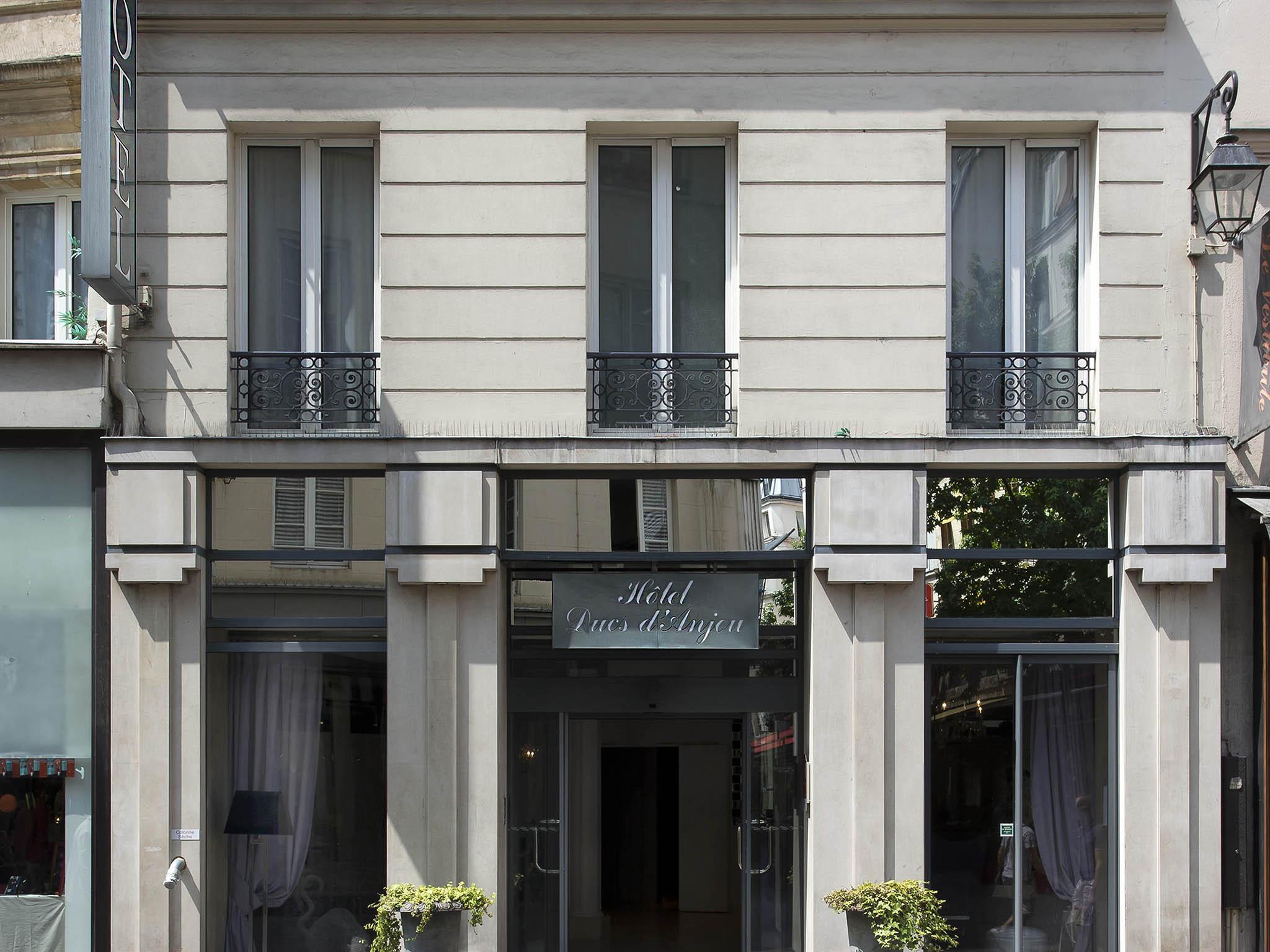 hotel in paris - hotel des ducs d'anjou