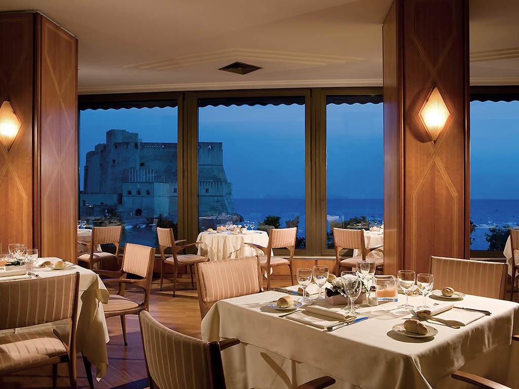 Hotel em napoli royal continental for Mobilia napoli