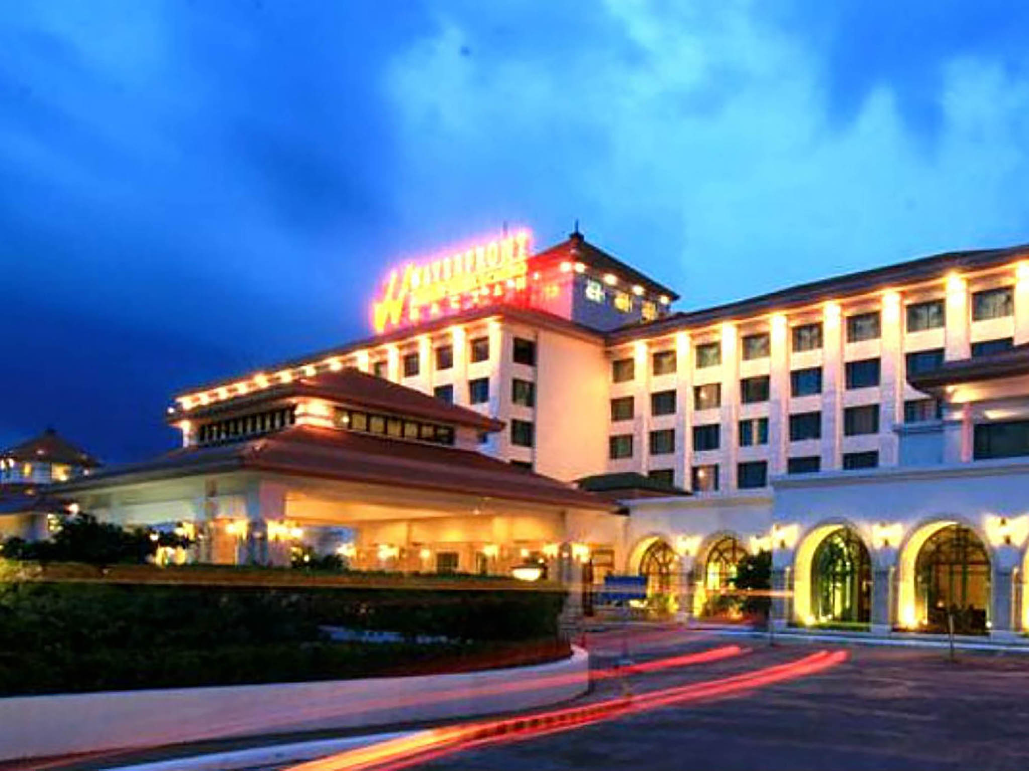 Waterfront airport hotel and casino gambling nights