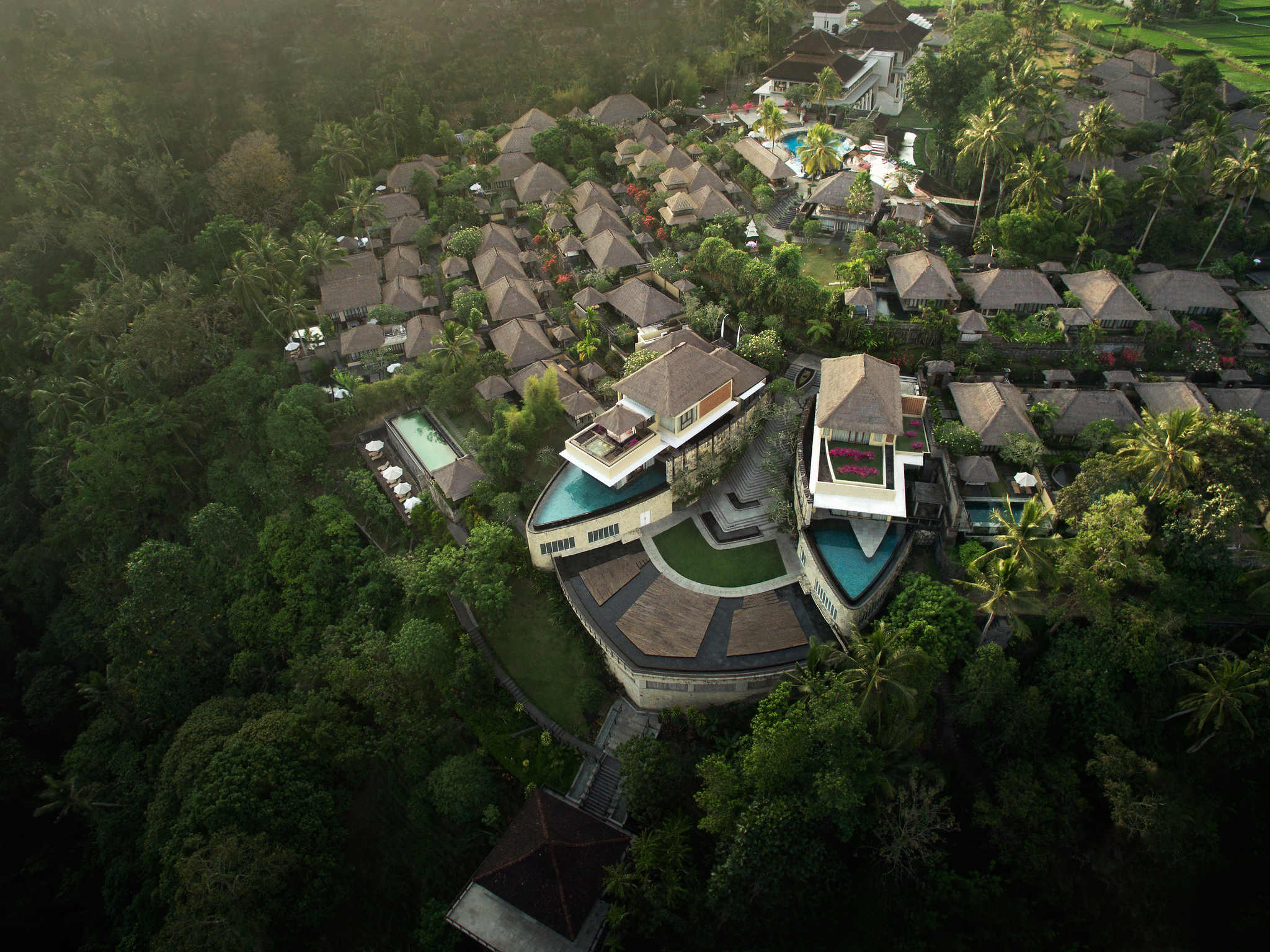 Hotel in ubud kamandalu ubud for Bali indonesia hotels 5 star