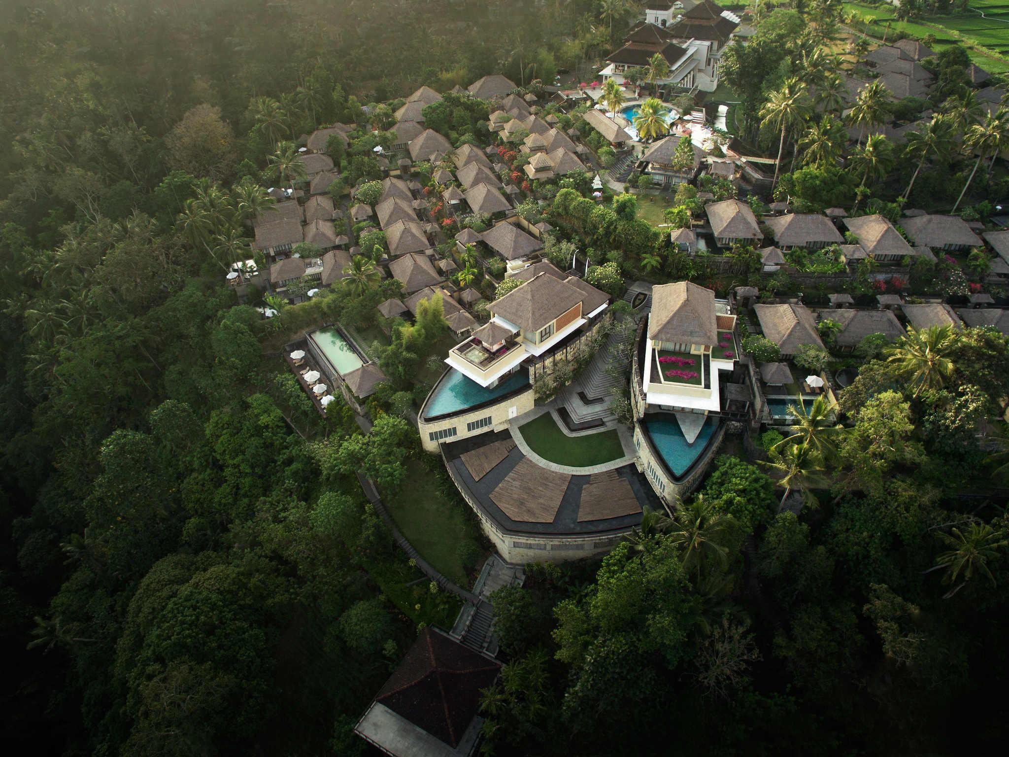 Hotel in ubud kamandalu ubud for Five star hotels in bali indonesia