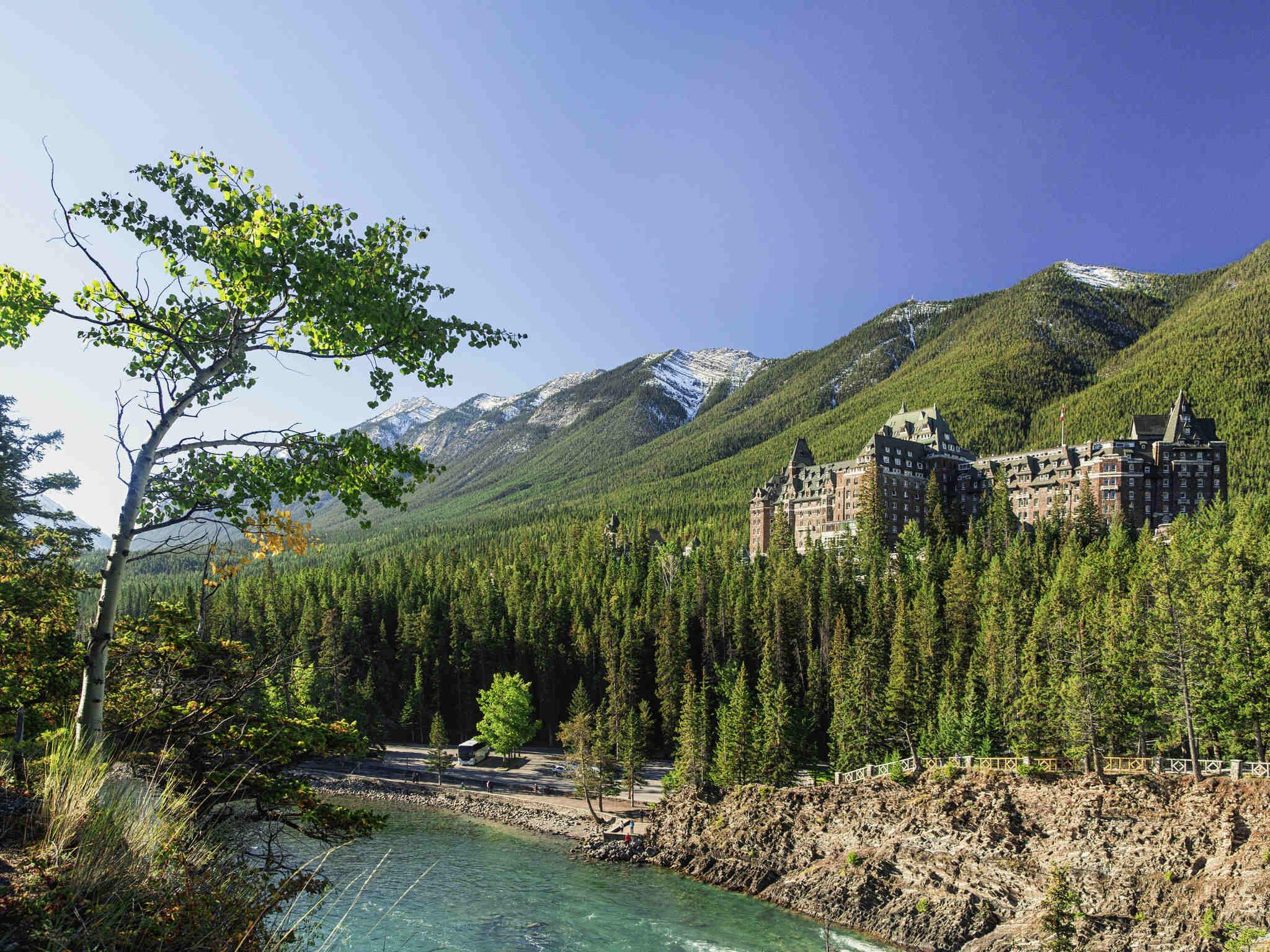โรงแรม – Fairmont Banff Springs