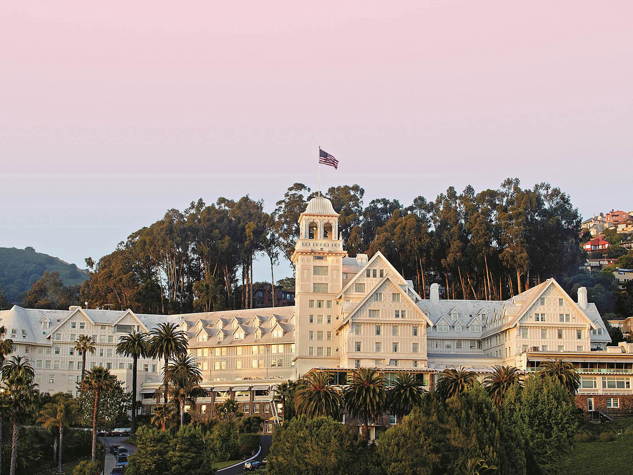 Отель — Fairmont Claremont Club & Spa