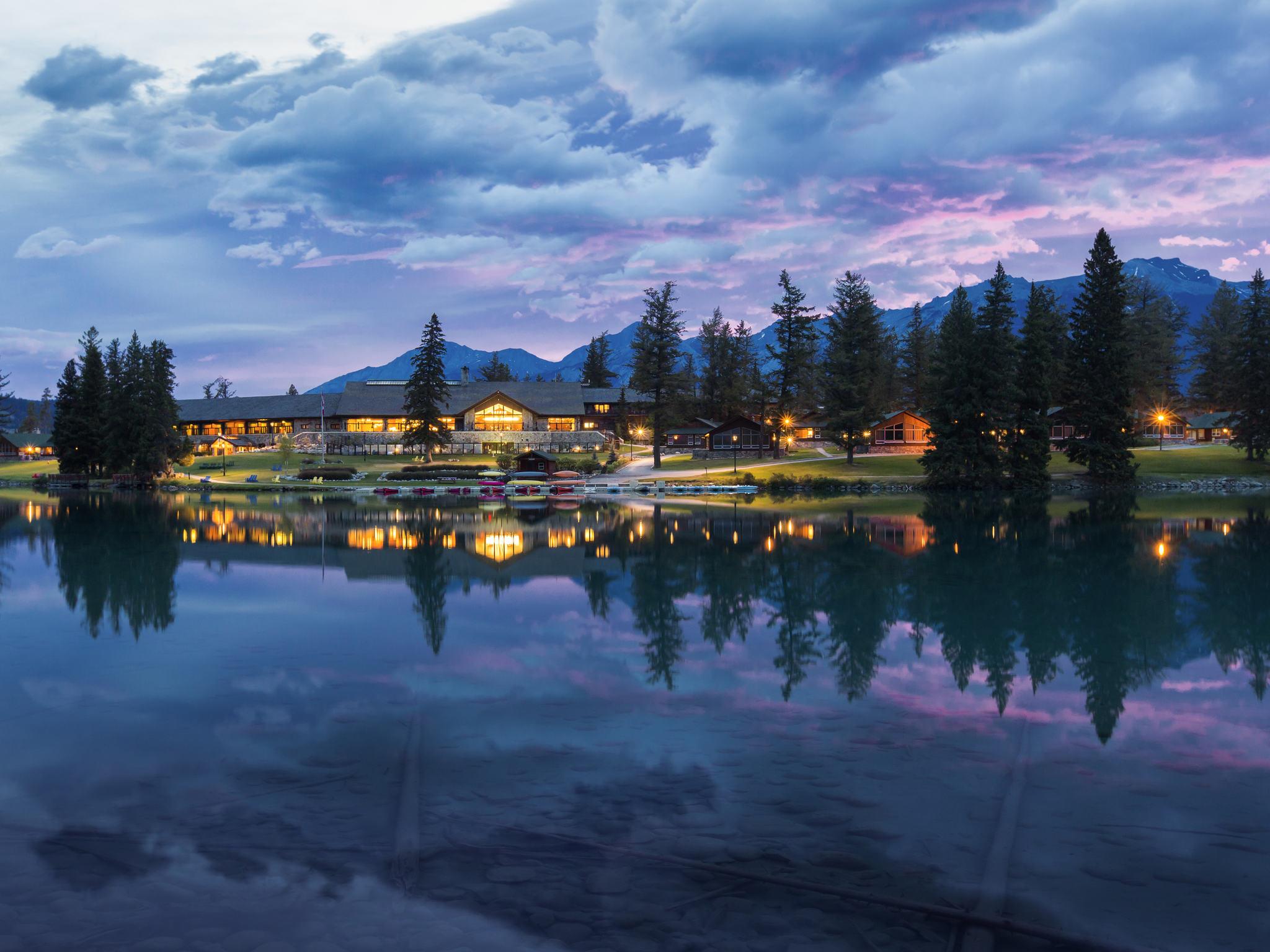 Отель — Fairmont Jasper Park Lodge