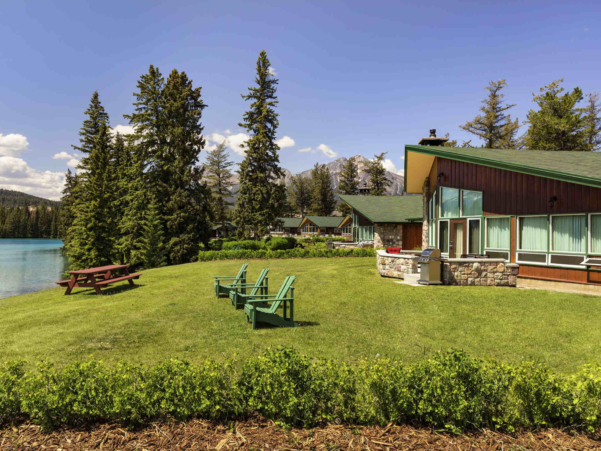 hotel in jasper fairmont jasper park lodge. Black Bedroom Furniture Sets. Home Design Ideas