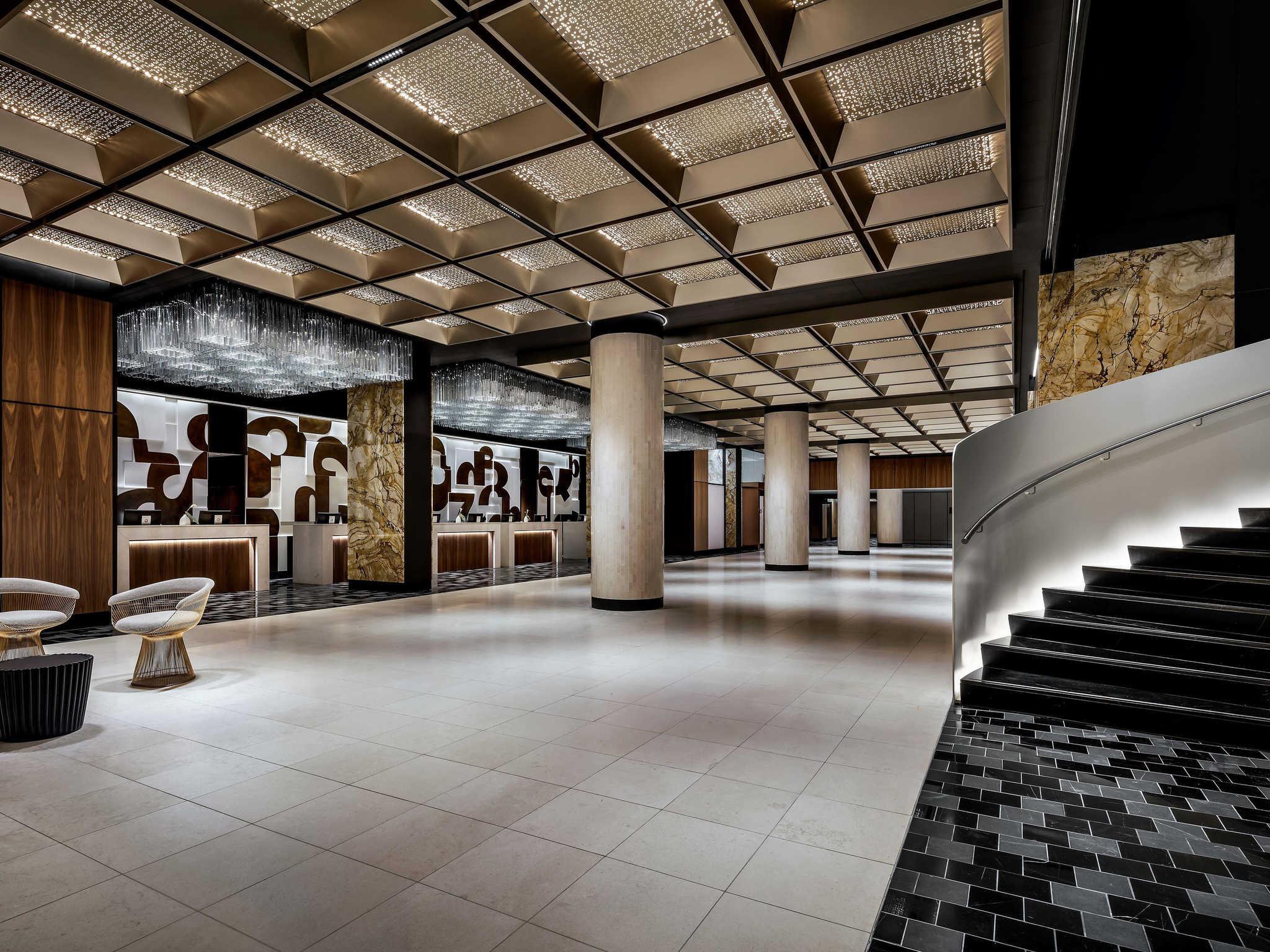 Hotell – Fairmont The Queen Elizabeth