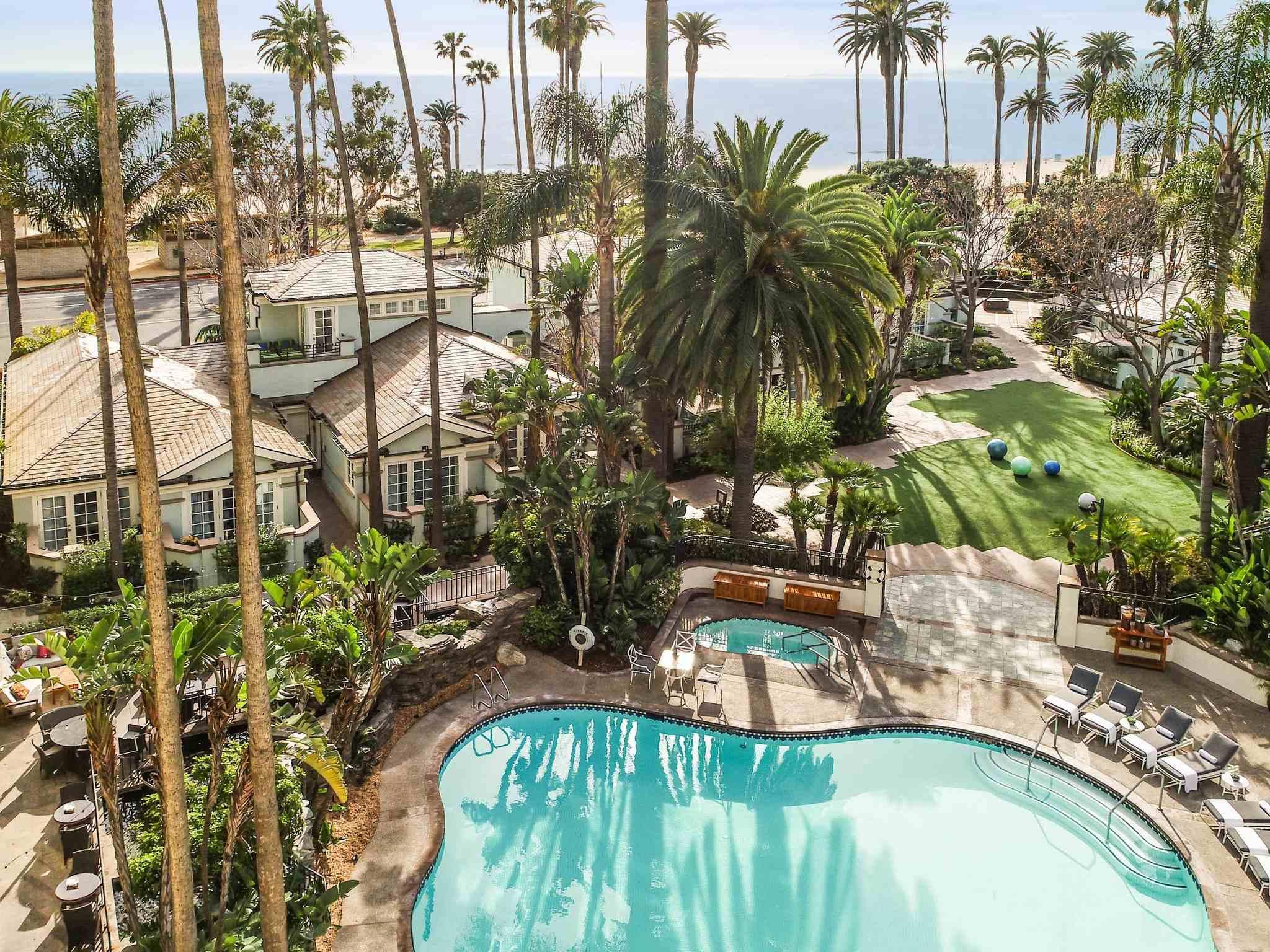 โรงแรม – Fairmont Miramar - Hotel & Bungalows