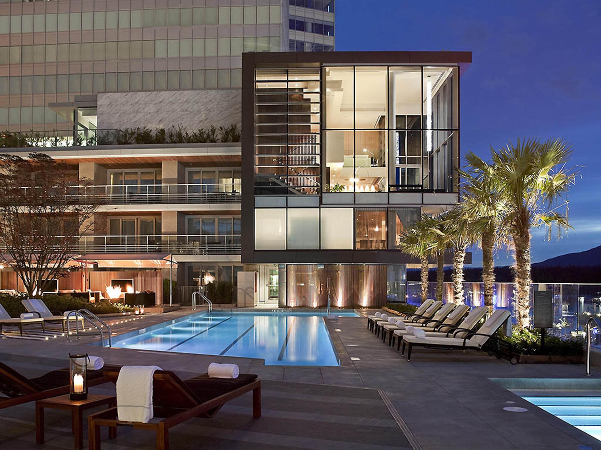 โรงแรม – Fairmont Pacific Rim