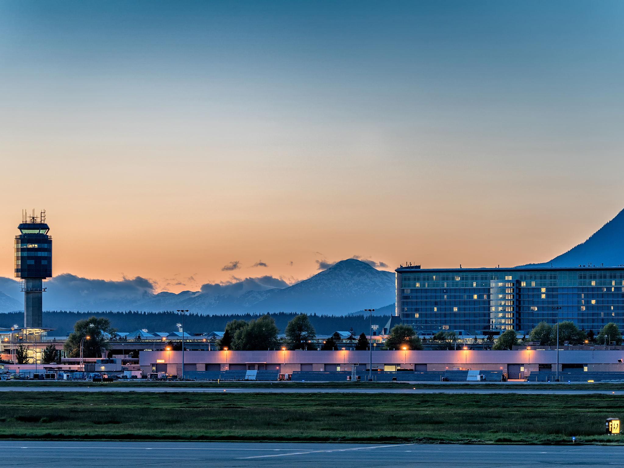 โรงแรม – Fairmont Vancouver Airport