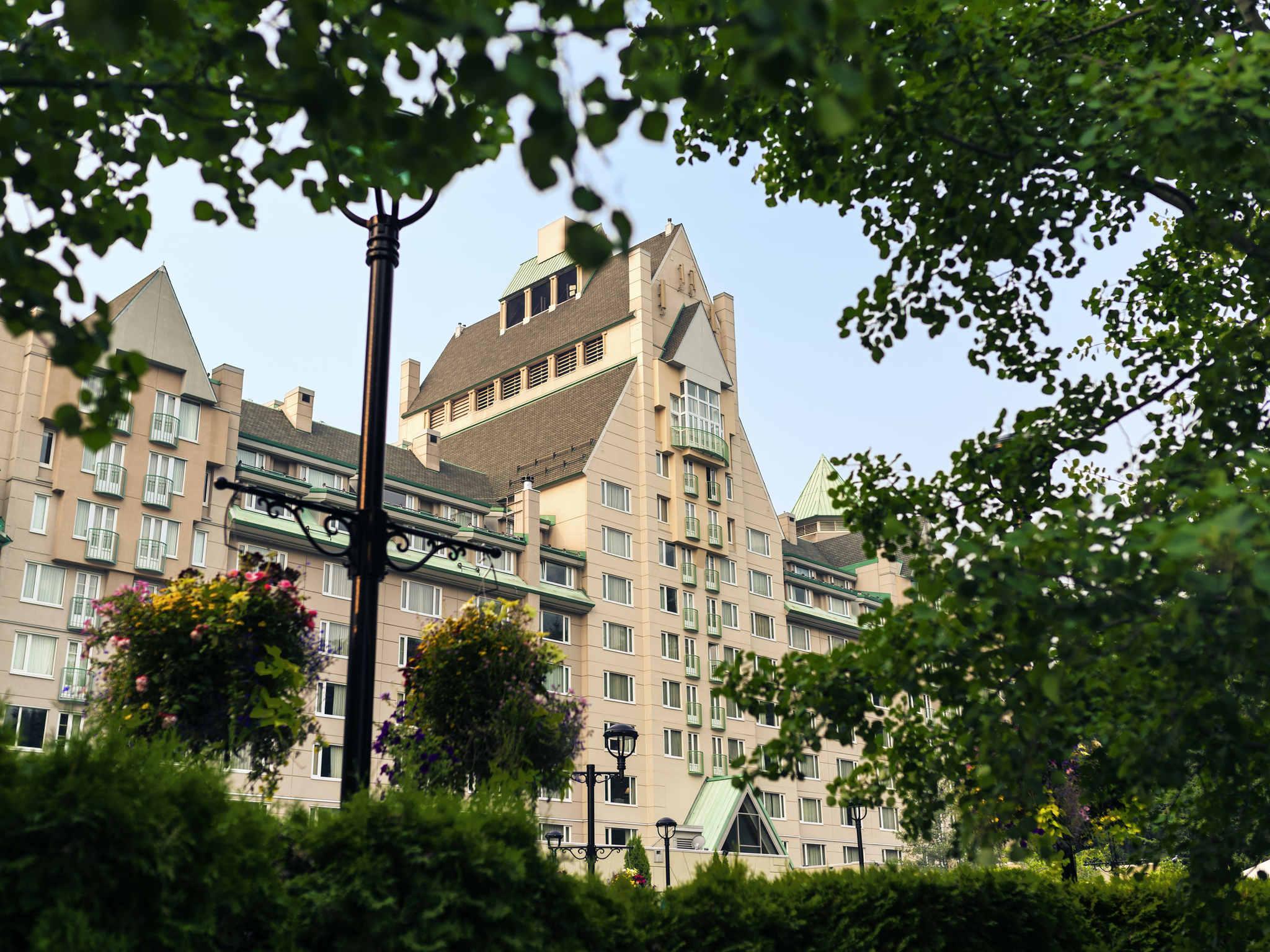 โรงแรม – Fairmont Château Whistler
