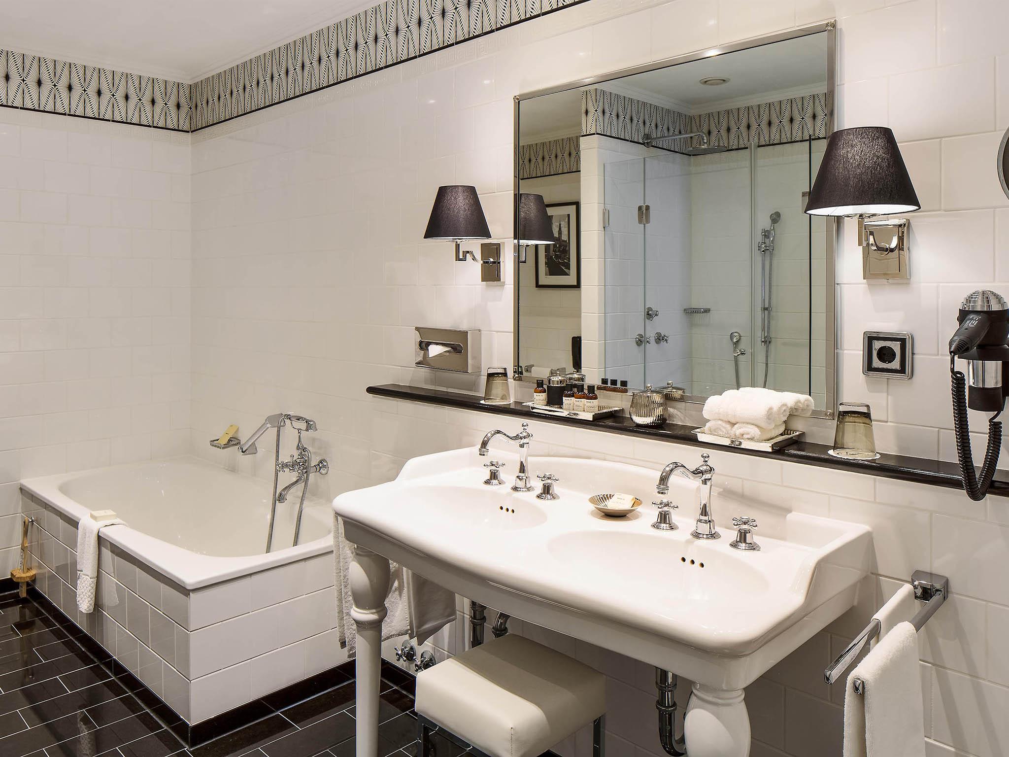 hotel in hamburg fairmont hotel vier jahreszeiten. Black Bedroom Furniture Sets. Home Design Ideas