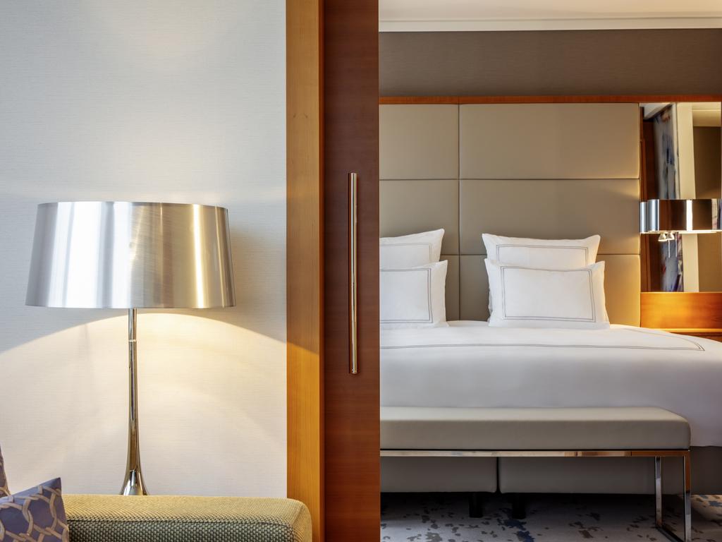 h tel zurich swiss tel z rich. Black Bedroom Furniture Sets. Home Design Ideas