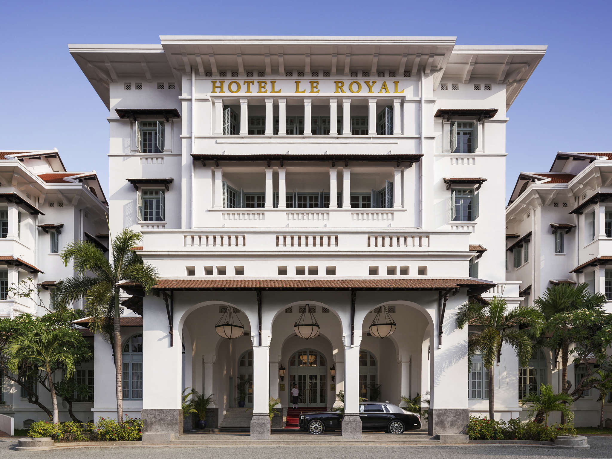 โรงแรม – Raffles Hotel Le Royal
