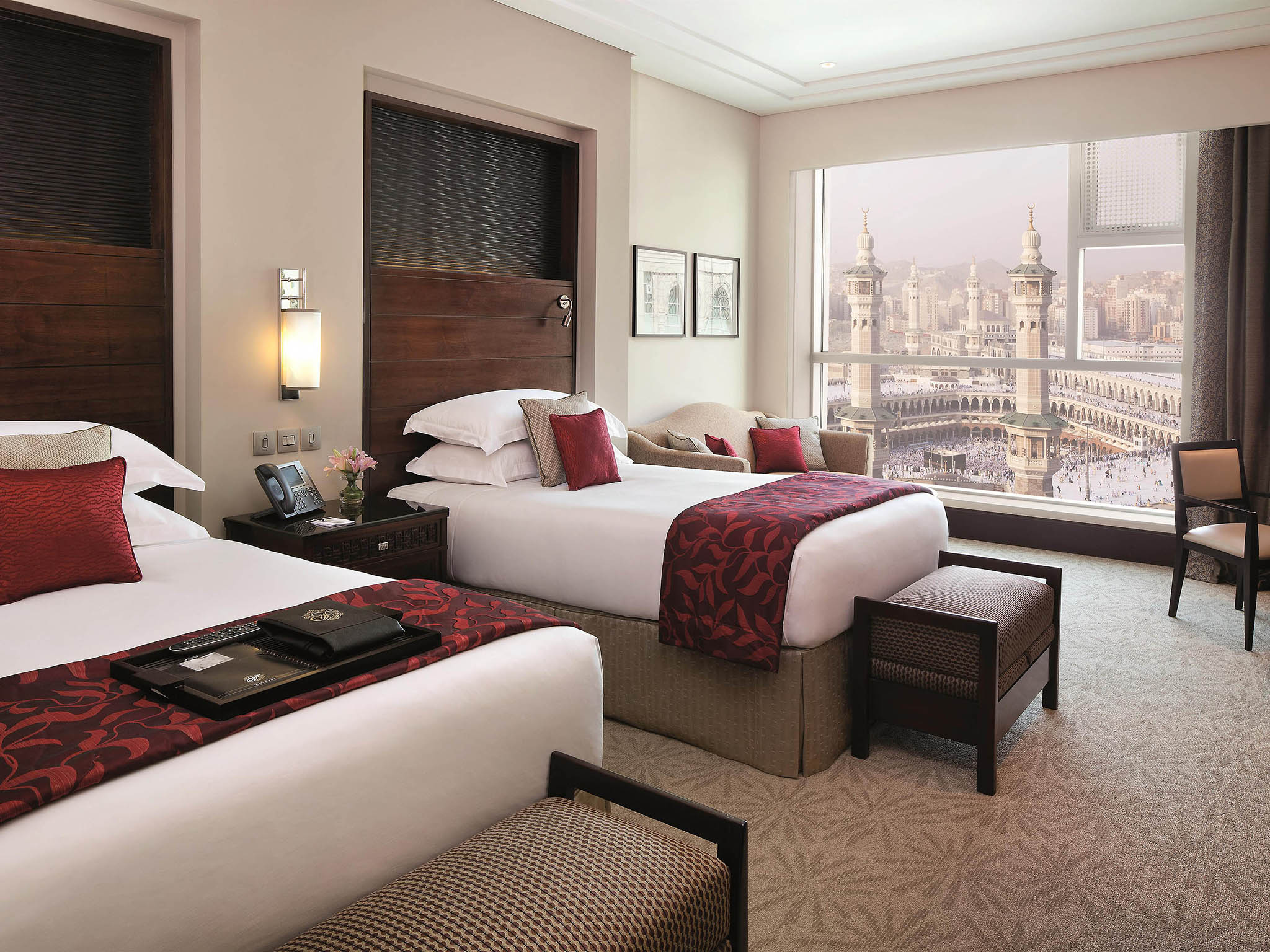 h tel la mecque fairmont makkah clock royal tower. Black Bedroom Furniture Sets. Home Design Ideas