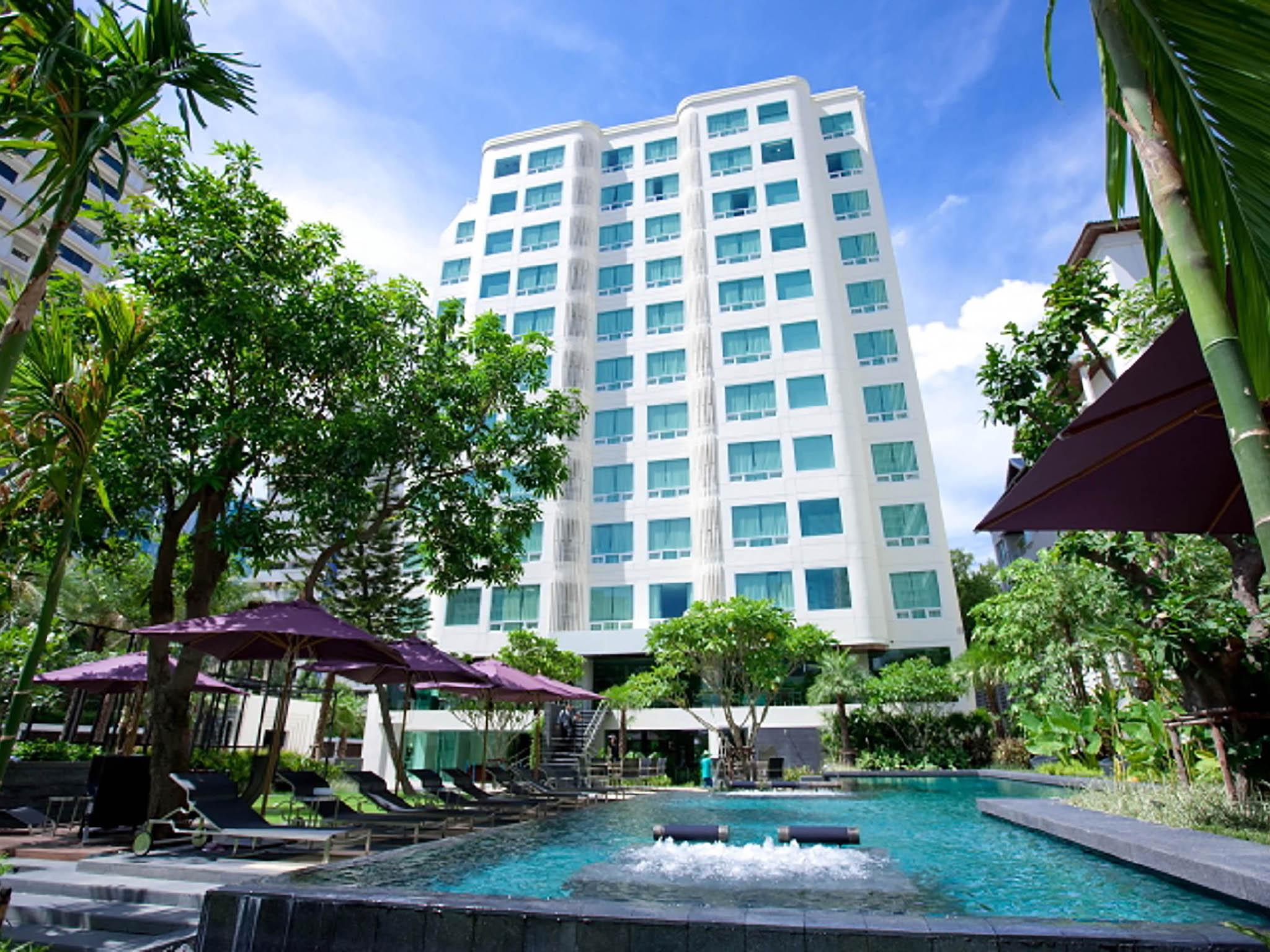 Hotel in bangkok sukhumvit 12 bangkok hotel and suites for Hotel bangkok
