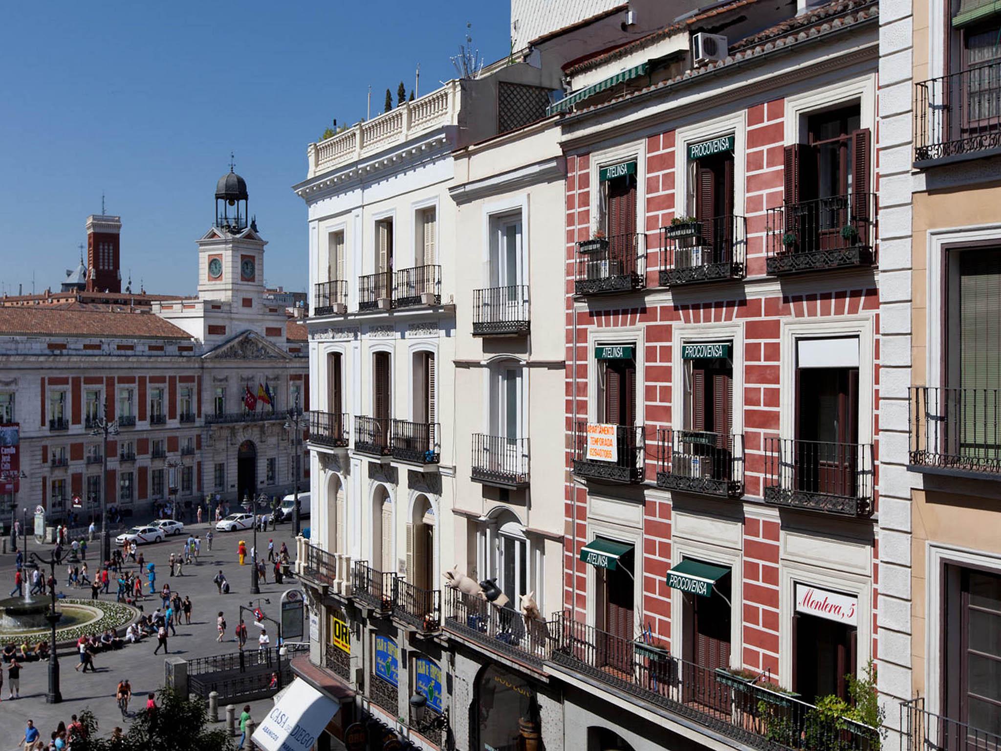 Hotel en madrid el mirador de la puerta del sol for Puerta del sol madrid fotos