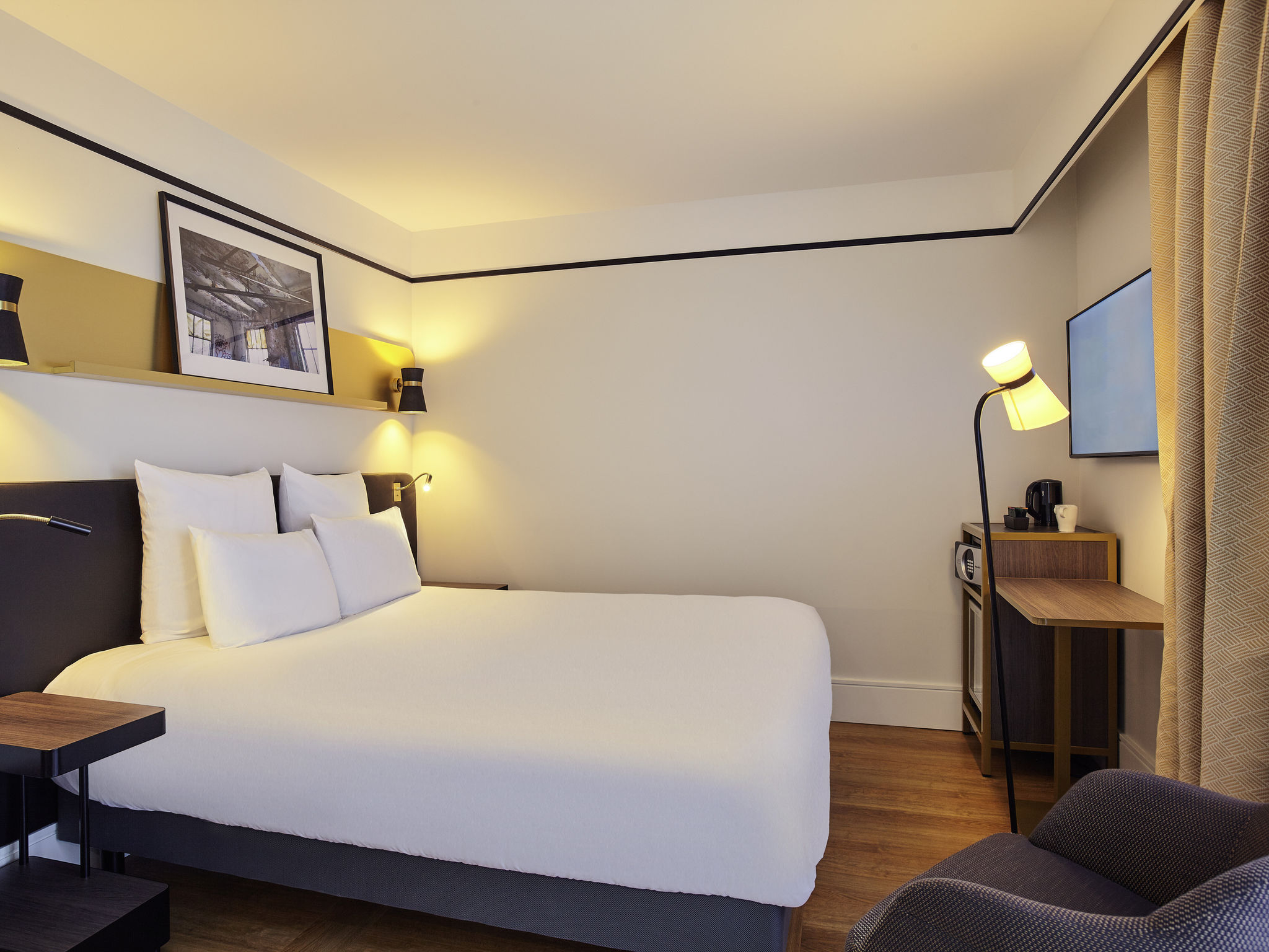 hotel in saint ouen hotel mercure paris saint ouen. Black Bedroom Furniture Sets. Home Design Ideas