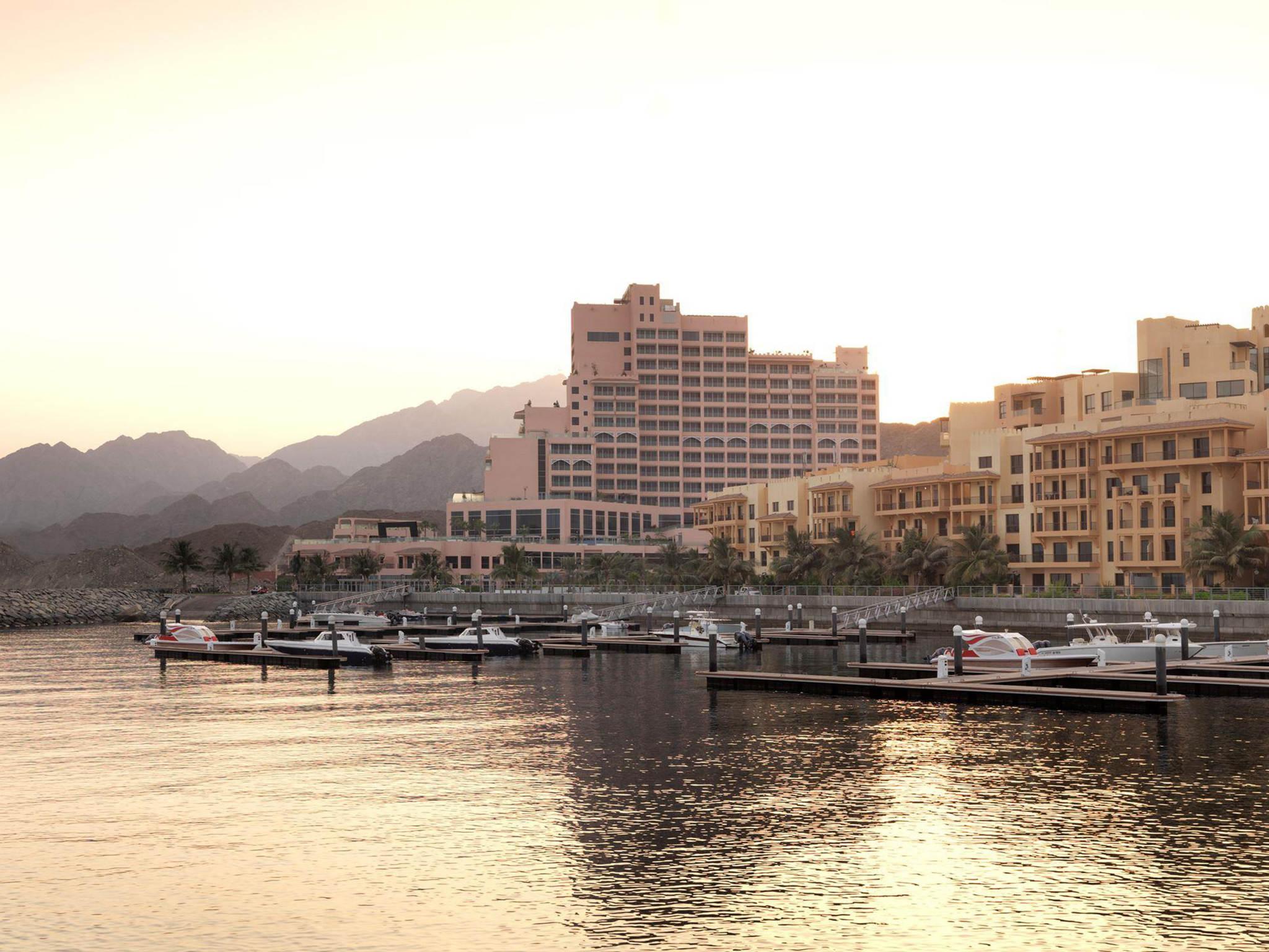 โรงแรม – Fairmont Fujairah Beach Resort