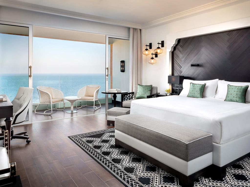 hotel in fudschaira fairmont fujairah beach resort. Black Bedroom Furniture Sets. Home Design Ideas