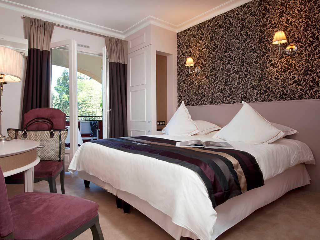hotel in saint remy de provence hotel le vallon de valrugues and spa. Black Bedroom Furniture Sets. Home Design Ideas