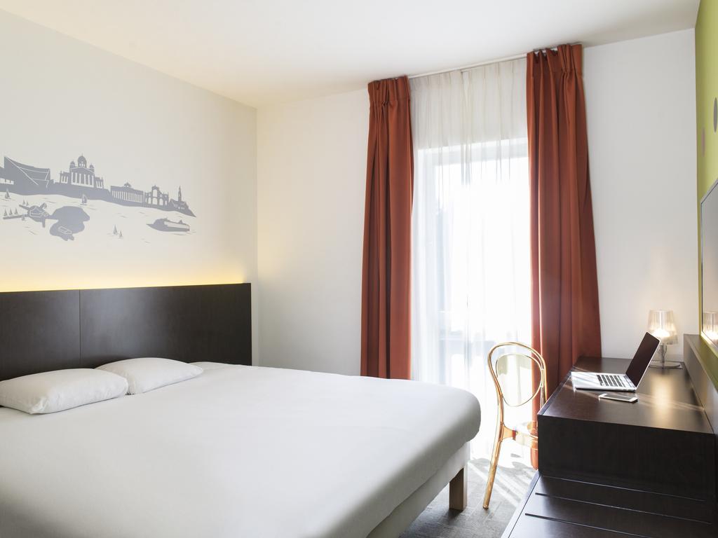 h tel pas cher la louvi re ibis proche e42 a15. Black Bedroom Furniture Sets. Home Design Ideas