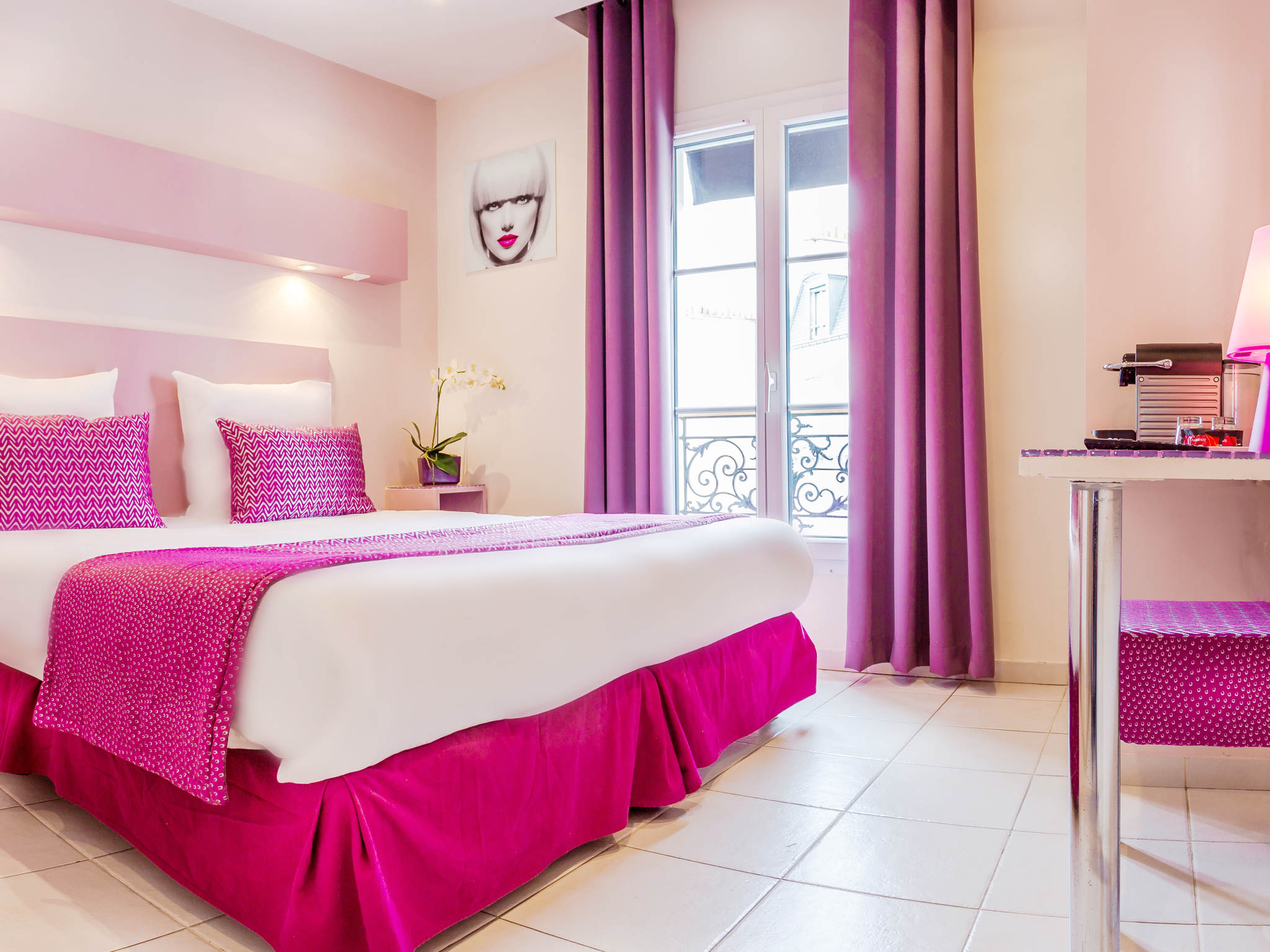 hotel in paris - pink hotel