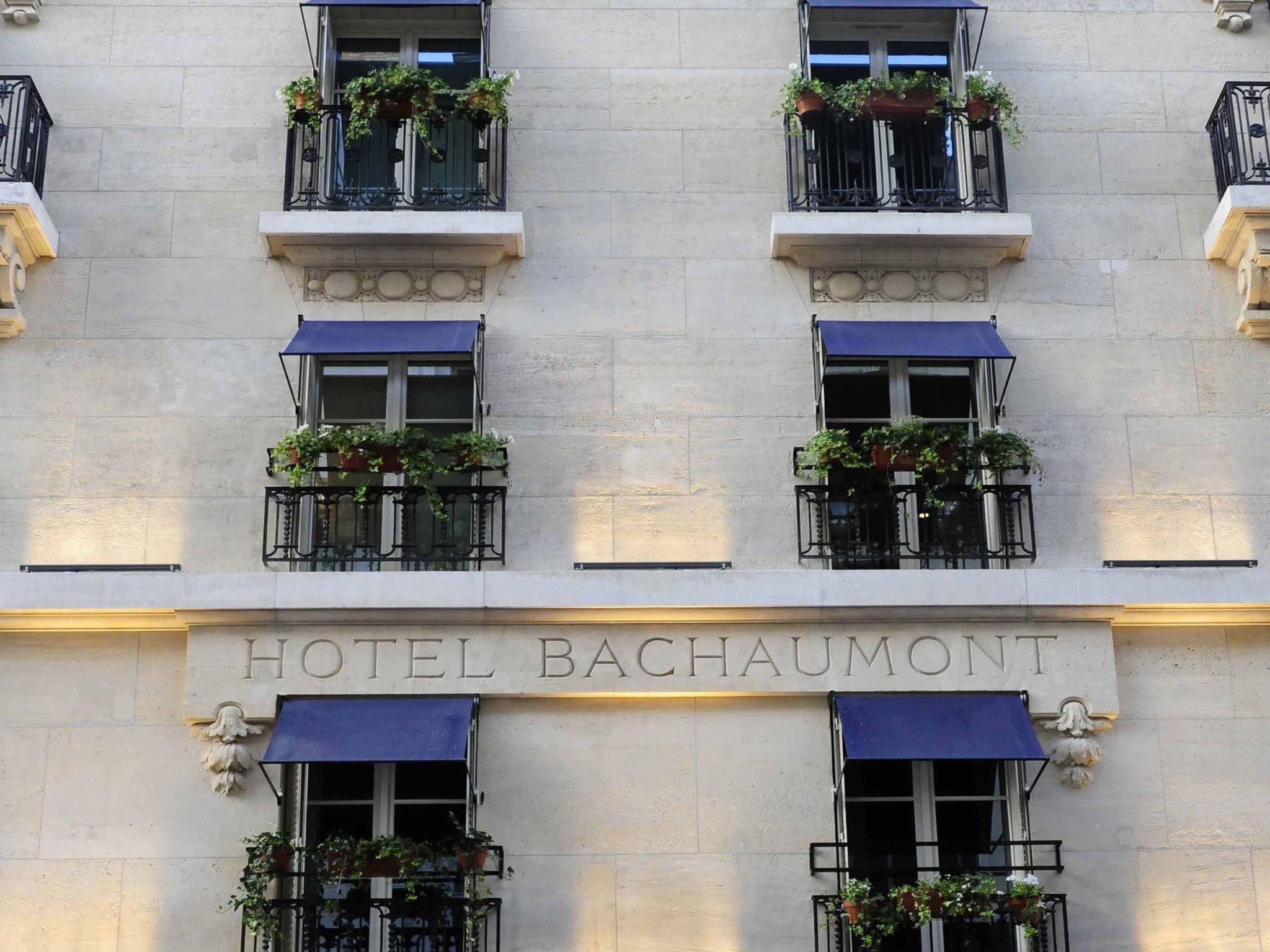 hotel in paris hotel bachaumont. Black Bedroom Furniture Sets. Home Design Ideas