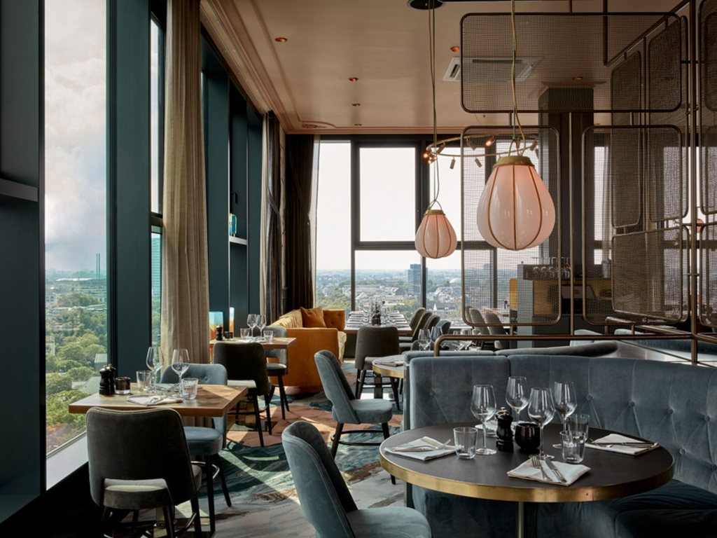 The Paris Club Duesseldorf Restaurants By Accor