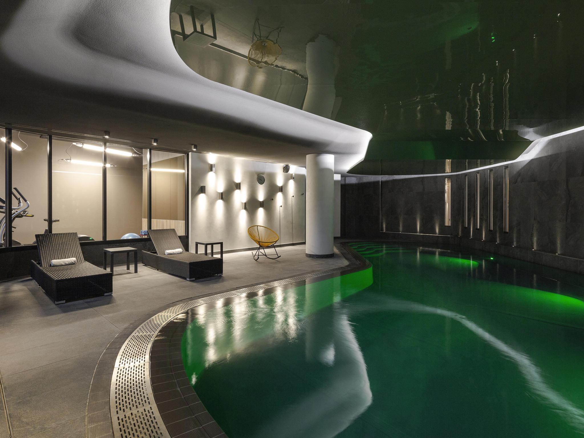 hotel en saint brieuc novotel saint brieuc centre gare. Black Bedroom Furniture Sets. Home Design Ideas