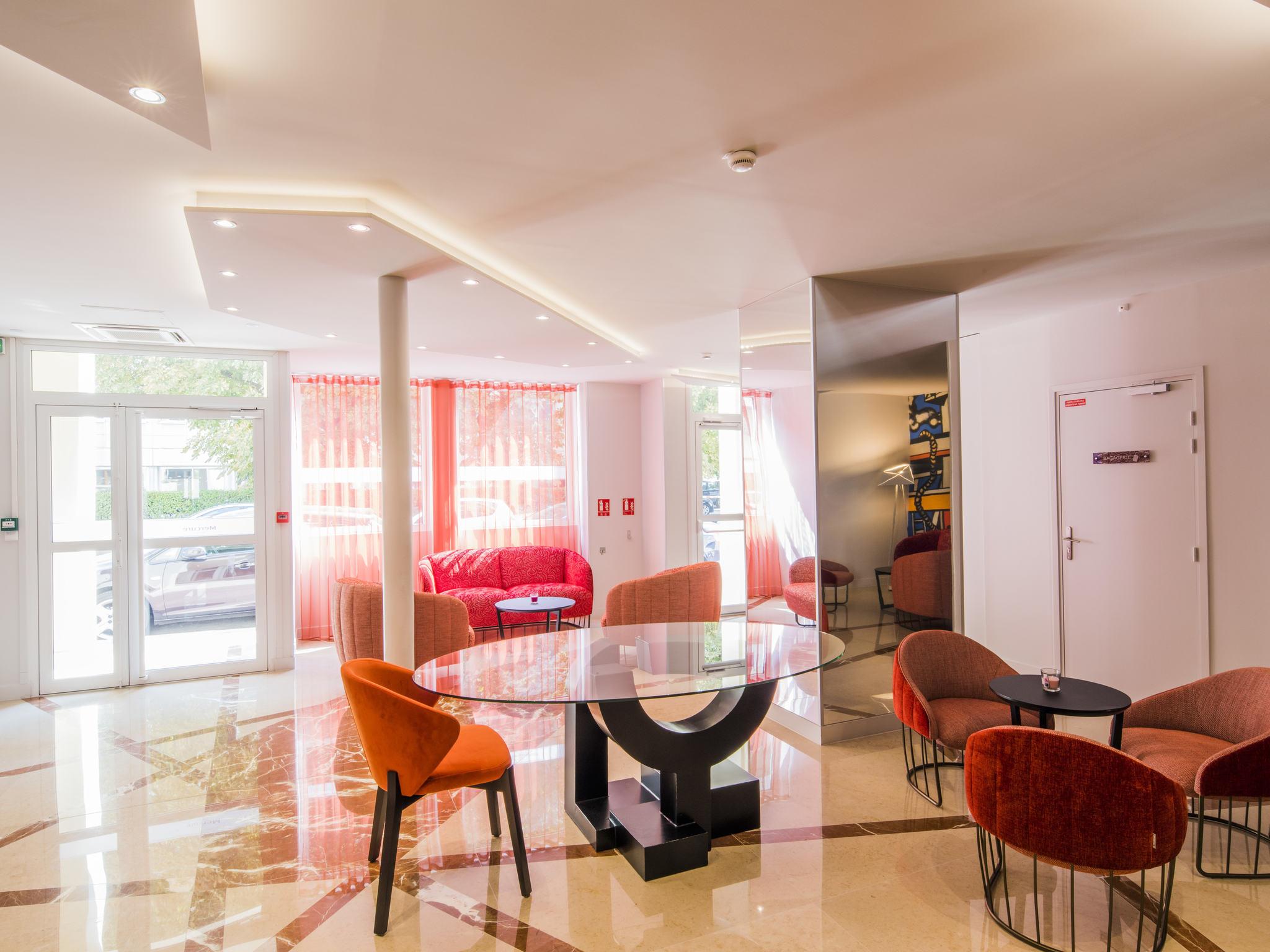 Отель — Mercure Париж Пон-де-Левалуа Нейи