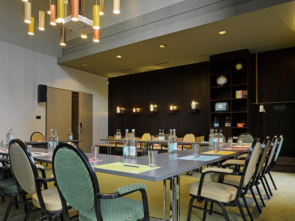 hotel in hamburg 25hours hotel hamburg number one. Black Bedroom Furniture Sets. Home Design Ideas