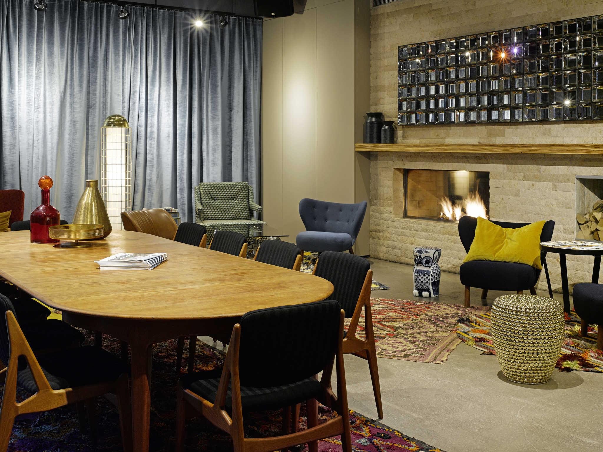 hotel en hamburgo 25hours hotel hamburg number one. Black Bedroom Furniture Sets. Home Design Ideas