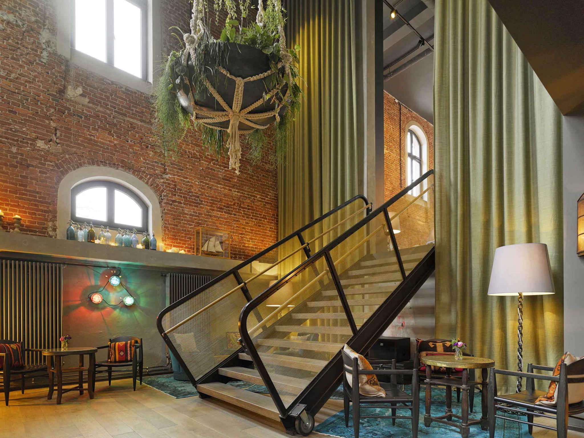 Отель — Отель 25hours Гамбург Альтес Хафенамт