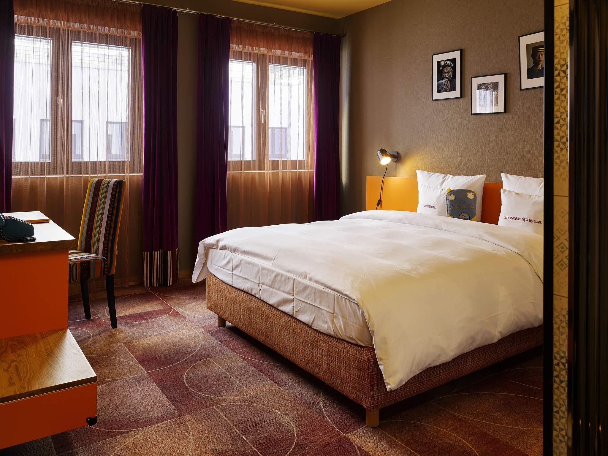 hotel in frankfurt 25hours hotel the trip. Black Bedroom Furniture Sets. Home Design Ideas