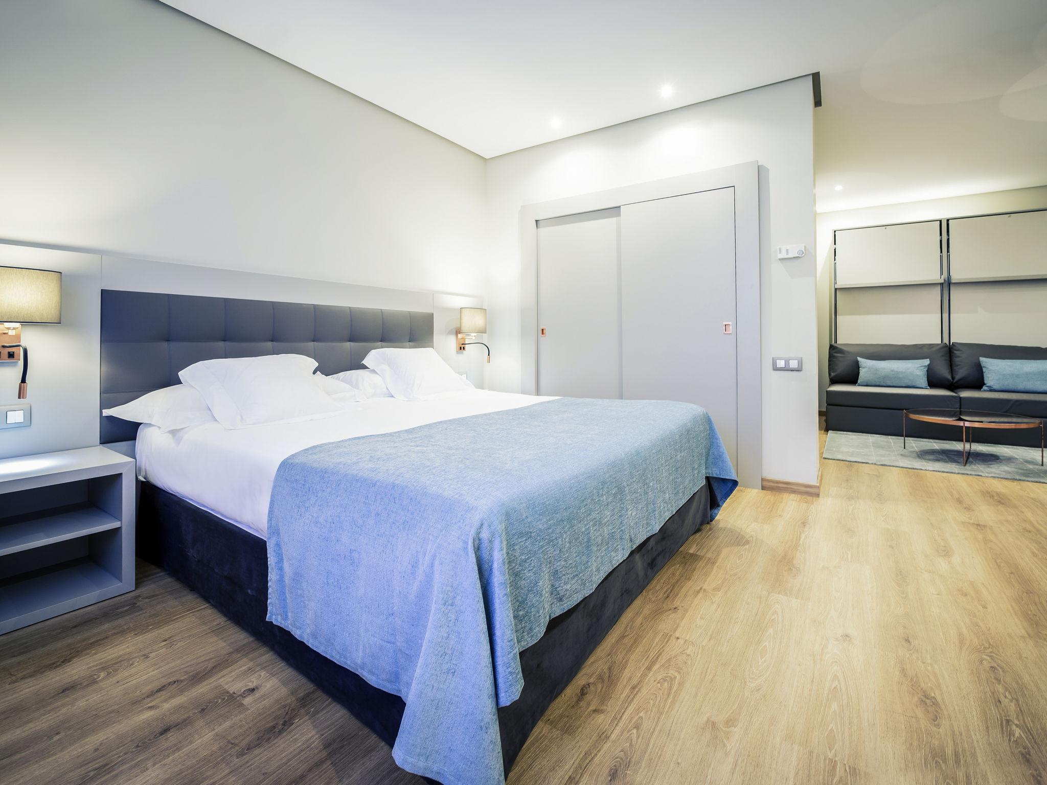 Отель — Mercure Carlton Rioja