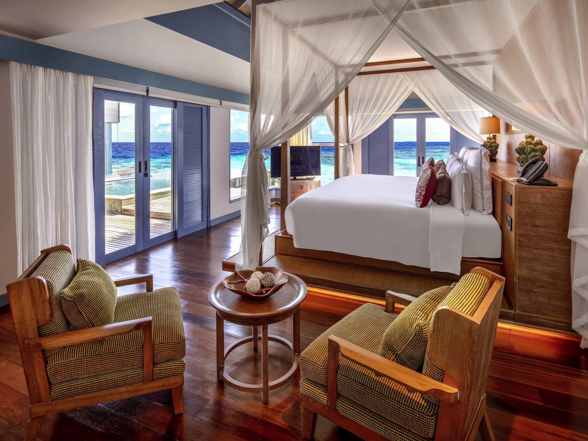 Hotel in meradhoo island dhevanafushi maldives luxury for Exclusive luxury hotels