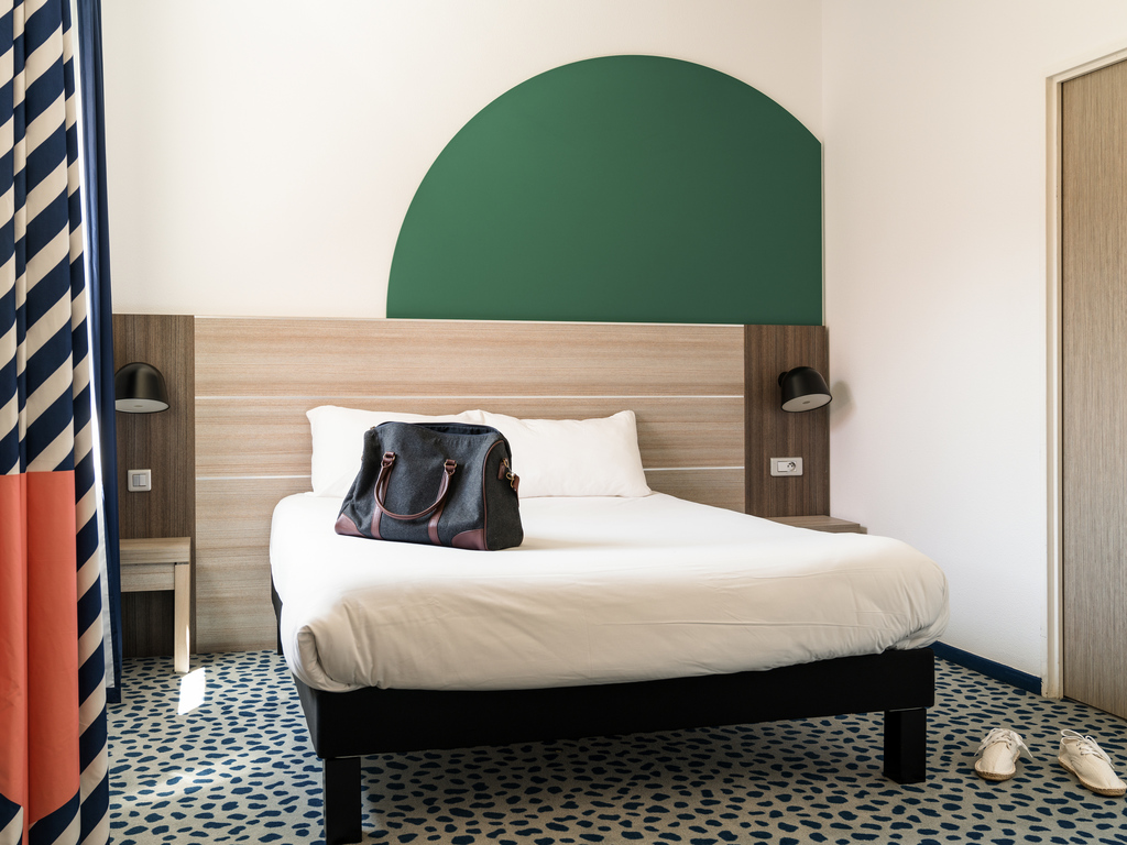 hotel pas cher les pennes mirabeau ibis styles marseille plan de campagne opening january 2018. Black Bedroom Furniture Sets. Home Design Ideas