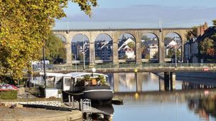 Francja - Liczba hoteli Laval