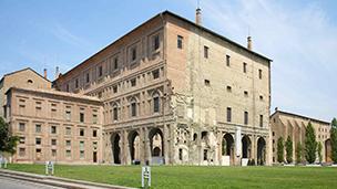 Włochy - Liczba hoteli Parma