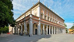 Włochy - Liczba hoteli Reggio Nell emilia