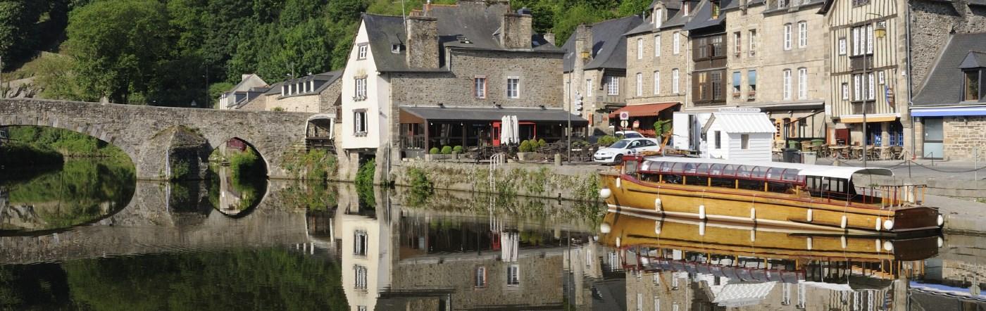 Francja - Liczba hoteli Lanvallay
